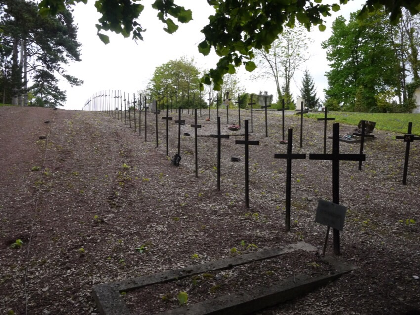 un payaso en el cementerio Image81