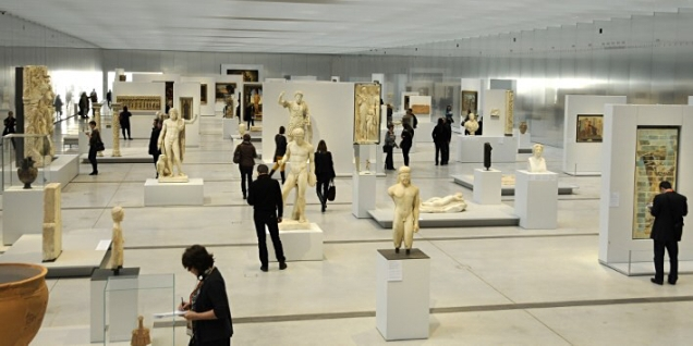 FRANCE. PAS-DE-CALAIS. LENS. LOUVRE-LENS MUSEUM